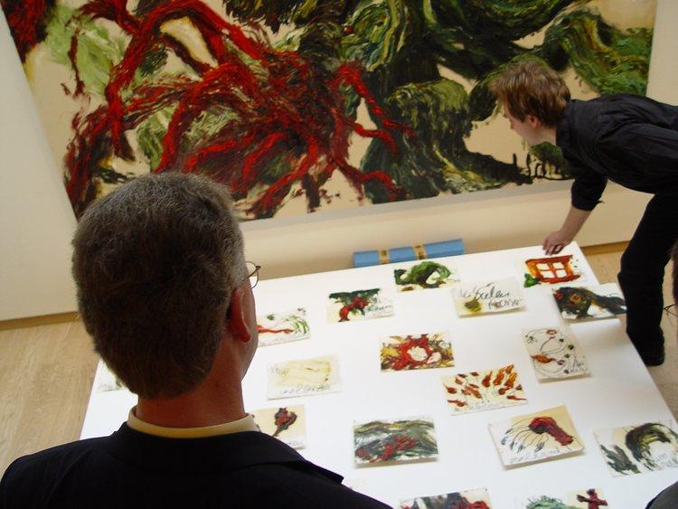 Ausstellungsvorbereitungen mit Künstler Bernd Schwarting (re), 2004