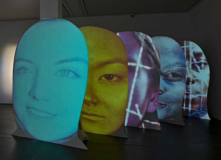 Tony Oursler, pU#\*c, 2016  © Courtesy the artist and  Galerie Hans Mayer, Düsseldorf Foto: Sonia Folkmann