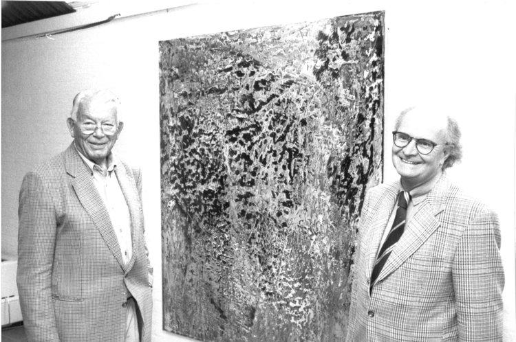 """1987 stiften die """"Freunde der Kunsthalle"""" ein """"Abstraktes Bild"""" von Gerhard Richter. Rechts Gründungsvorsitzender Jann Berghaus"""