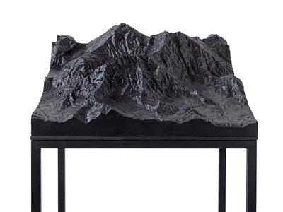 Sven Drühl, DARKER III, 2019, 50 x 50 x 140 cm, Mischtechnik, courtesy ALEXANDER OCHS PRIVATE, Berlin, und Tony Wuethrich Galerie, Basel © VG Bild-Kunst, Bonn 2021